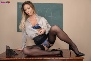 natalia-forrest-teacher-with-a-toy-103.jpg