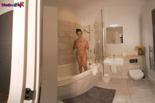 bonnie-soap-up-and-wank-for-me-100.jpg