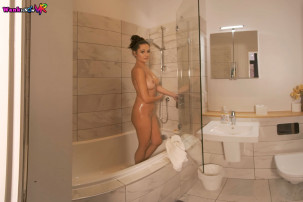 bonnie-soap-up-and-wank-for-me-101.jpg